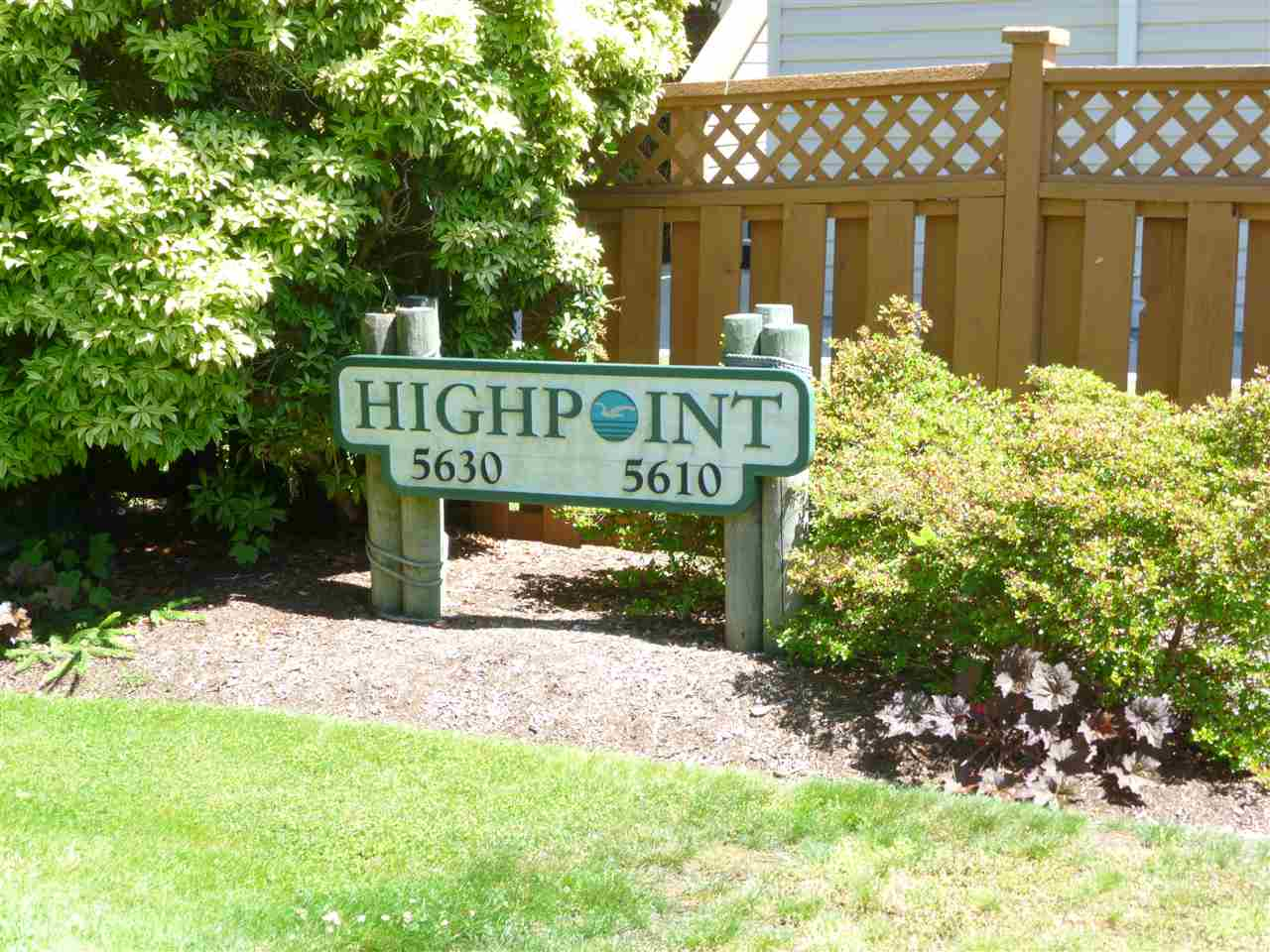 "Photo 2: Photos: 20 5610 TRAIL Avenue in Sechelt: Sechelt District Condo for sale in ""HIGHPOINT"" (Sunshine Coast)  : MLS®# R2077237"