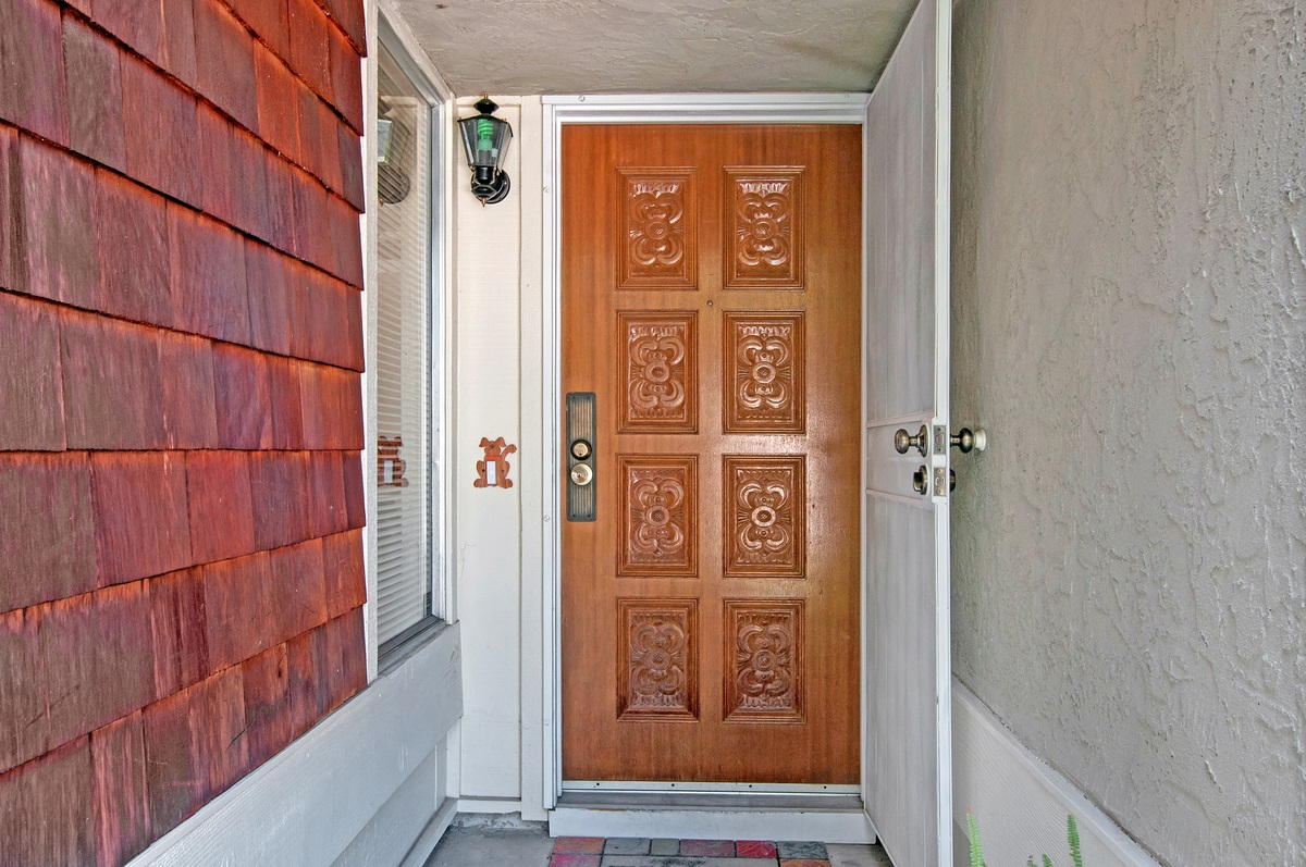 Photo 3: CITY HEIGHTS Townhome for sale : 3 bedrooms : 1527 BRIDGEVIEW DRIVE in San Diego
