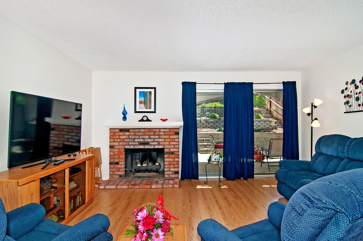 Photo 6: CITY HEIGHTS Townhome for sale : 3 bedrooms : 1527 BRIDGEVIEW DRIVE in San Diego