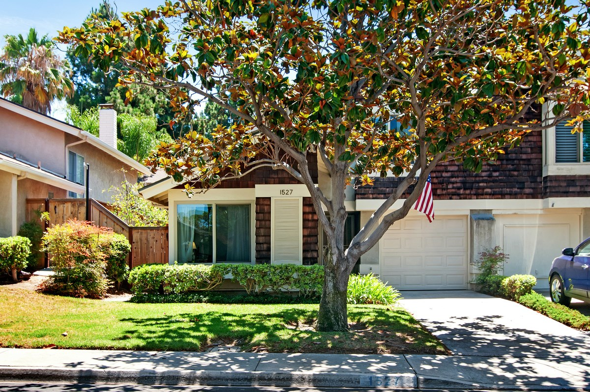 Main Photo: CITY HEIGHTS Townhome for sale : 3 bedrooms : 1527 BRIDGEVIEW DRIVE in San Diego
