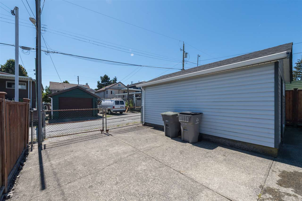 "Photo 17: 3034 GRAVELEY Street in Vancouver: Renfrew VE House for sale in ""RENFREW"" (Vancouver East)  : MLS® # R2096636"