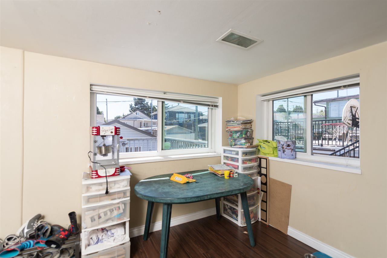"Photo 5: 3034 GRAVELEY Street in Vancouver: Renfrew VE House for sale in ""RENFREW"" (Vancouver East)  : MLS® # R2096636"