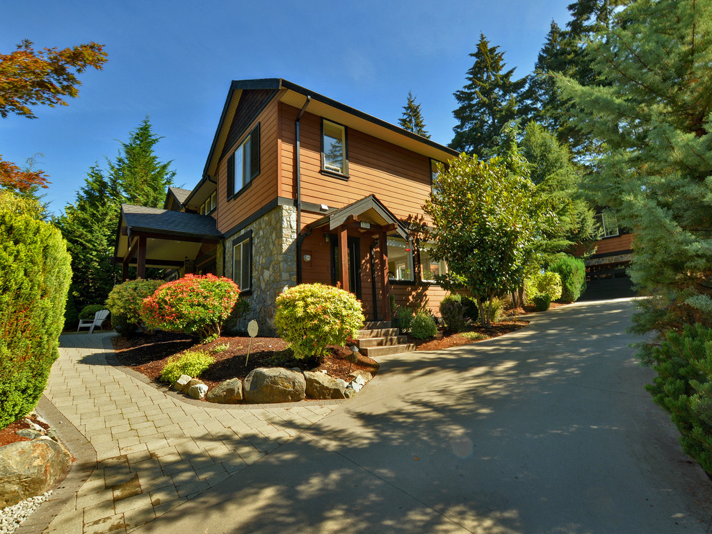 Main Photo: 1054 River Road in VICTORIA: Hi Bear Mountain Single Family Detached for sale (Highlands)  : MLS(r) # 369201
