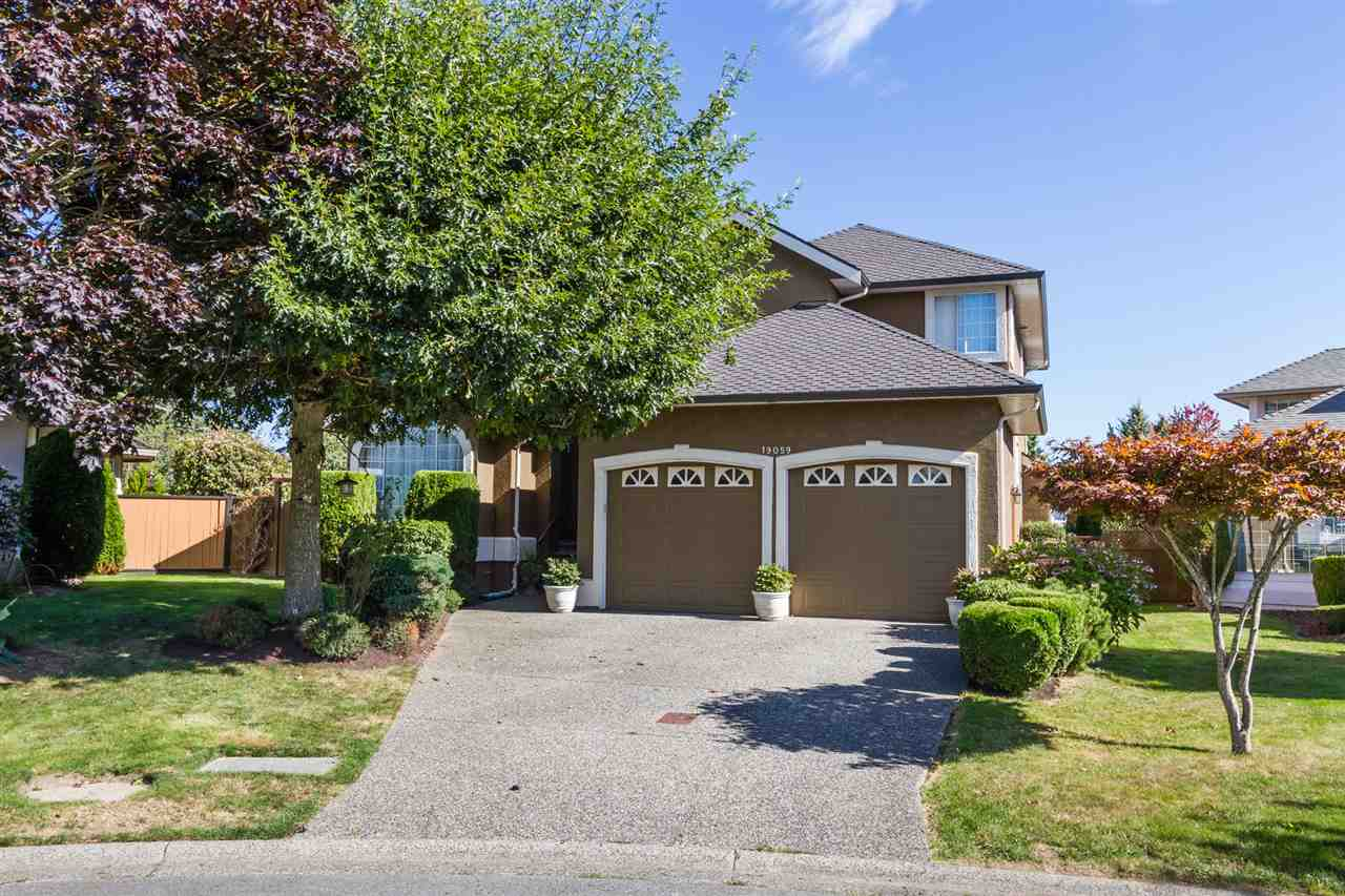 "Photo 2: 19059 63B Avenue in Surrey: Cloverdale BC House for sale in ""Bakerview Heights"" (Cloverdale)  : MLS(r) # R2108364"