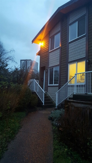 "Main Photo: 6 308 HIGHLAND Way in Port Moody: North Shore Pt Moody Townhouse for sale in ""HIGHLAND PARK"" : MLS(r) # R2125935"