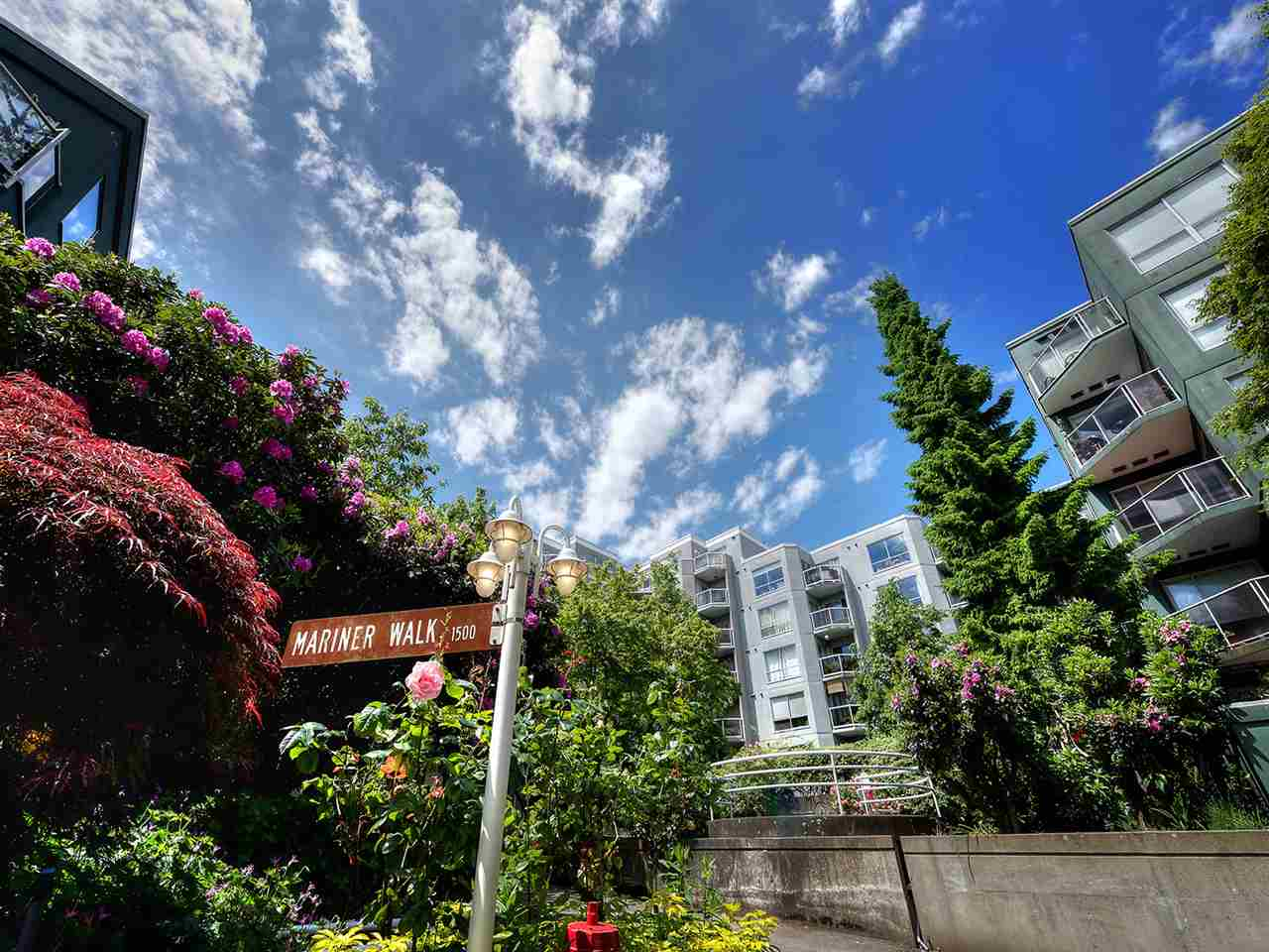 "Main Photo: 104 1550 MARINER Walk in Vancouver: False Creek Condo for sale in ""MARINER POINT"" (Vancouver West)  : MLS(r) # R2176879"