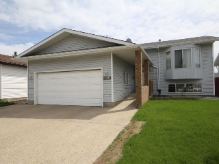 Main Photo: 3519 33 Avenue in Edmonton: Zone 29 House for sale : MLS® # E4069131