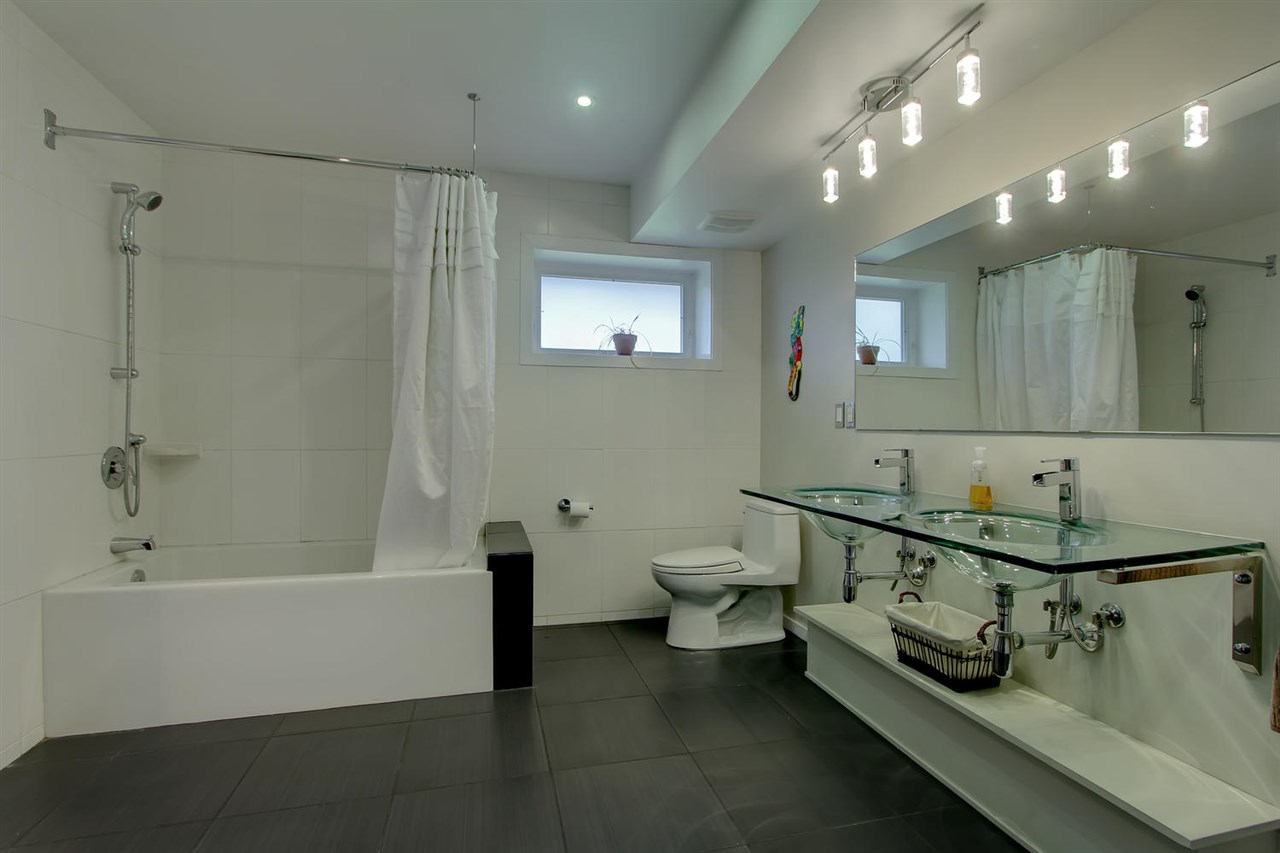 Big Bathroom/Laundryroom