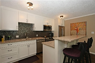 Main Photo: 102 126 24 Avenue SW in Calgary: Mission Condo for sale : MLS(r) # C4124855