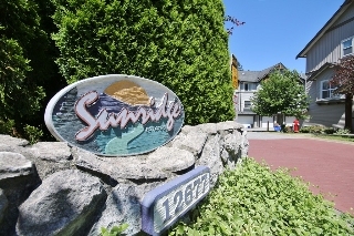 "Main Photo: 17 12677 63 Avenue in Surrey: Panorama Ridge Townhouse for sale in ""Sunridge Estates"" : MLS® # R2182897"
