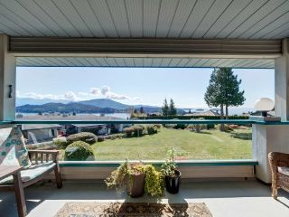 Main Photo: 2 554 EAGLECREST Drive in Gibsons: Gibsons & Area Townhouse for sale (Sunshine Coast)  : MLS®# R2268780