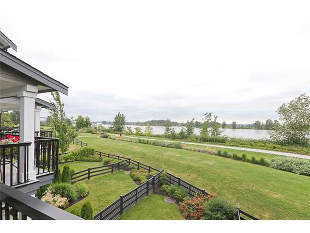 "Main Photo: 30 19490 FRASER Way in Pitt Meadows: South Meadows Townhouse for sale in ""KINGFISHER"" : MLS® # V901912"