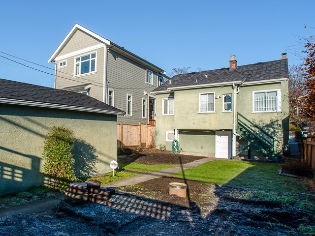 Photo 3: 1930 E 8TH Avenue in Vancouver: Grandview VE House for sale (Vancouver East)  : MLS(r) # R2018099