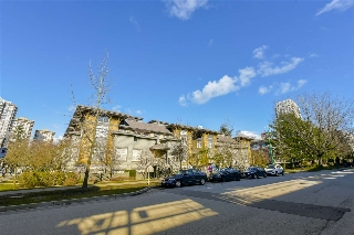 "Main Photo: 215 4155 CENTRAL Boulevard in Burnaby: Metrotown Townhouse for sale in ""PATTERSON PARK"" (Burnaby South)  : MLS(r) # R2148923"
