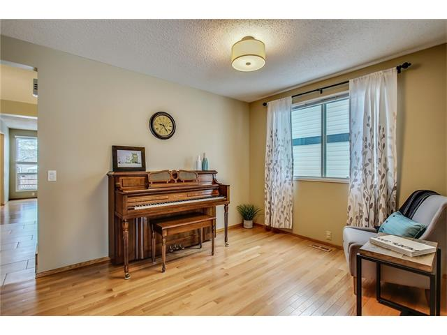 Photo 8: 211 STRATHEARN Crescent SW in Calgary: Strathcona Park House for sale : MLS(r) # C4104342