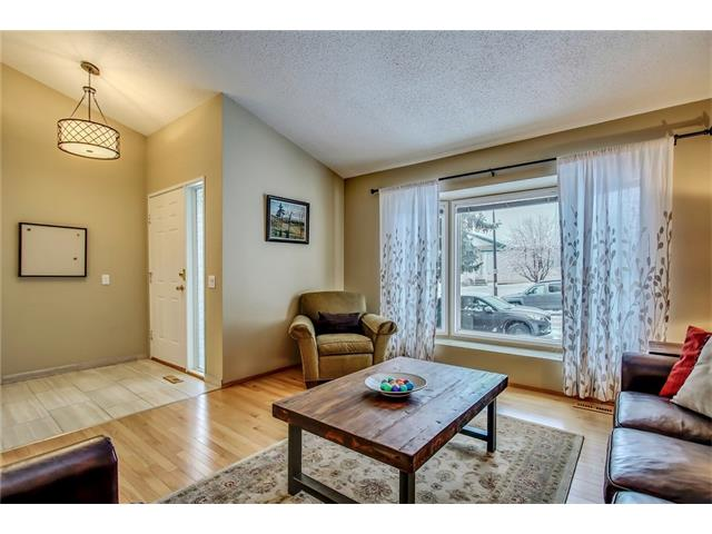 Photo 2: 211 STRATHEARN Crescent SW in Calgary: Strathcona Park House for sale : MLS(r) # C4104342