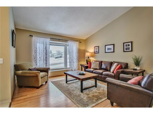 Photo 4: 211 STRATHEARN Crescent SW in Calgary: Strathcona Park House for sale : MLS(r) # C4104342