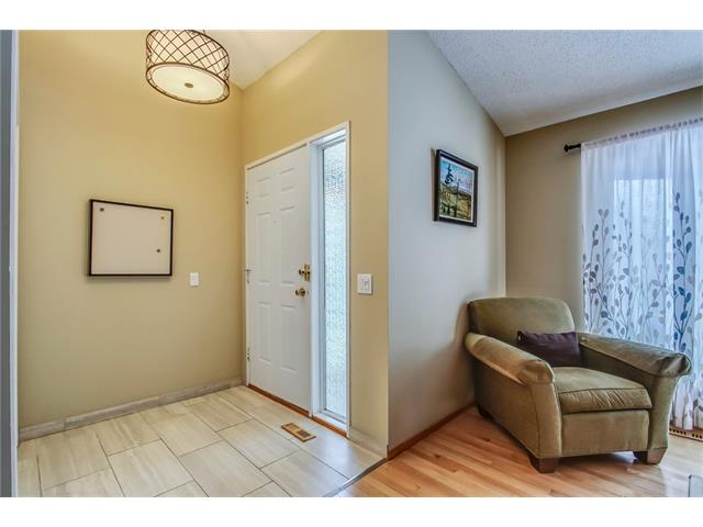 Photo 3: 211 STRATHEARN Crescent SW in Calgary: Strathcona Park House for sale : MLS(r) # C4104342