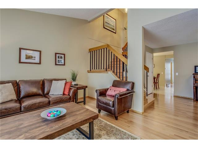 Photo 5: 211 STRATHEARN Crescent SW in Calgary: Strathcona Park House for sale : MLS(r) # C4104342