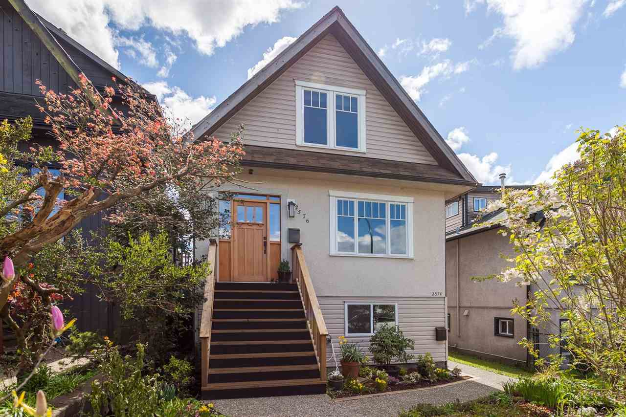 "Main Photo: 2576 TRIUMPH Street in Vancouver: Hastings East House for sale in ""HASTINGS-SUNRISE"" (Vancouver East)  : MLS®# R2161063"