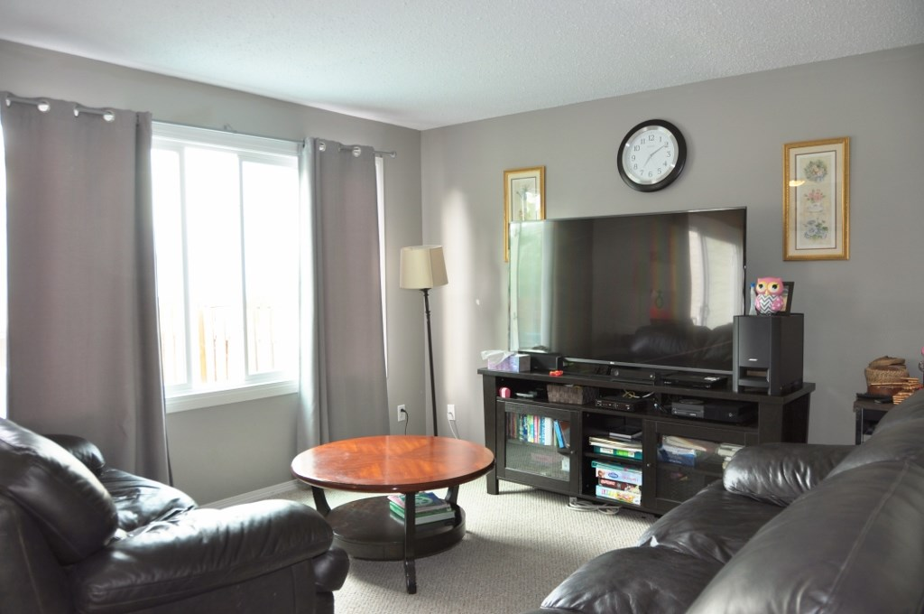 Photo 5: 285 CALLINGWOOD Place in Edmonton: Zone 20 Townhouse for sale : MLS(r) # E4068138