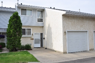 Main Photo: 285 CALLINGWOOD Place in Edmonton: Zone 20 Townhouse for sale : MLS(r) # E4068138