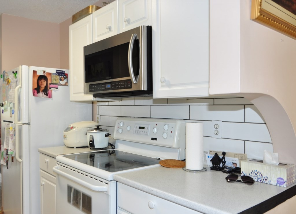 Photo 2: 285 CALLINGWOOD Place in Edmonton: Zone 20 Townhouse for sale : MLS(r) # E4068138