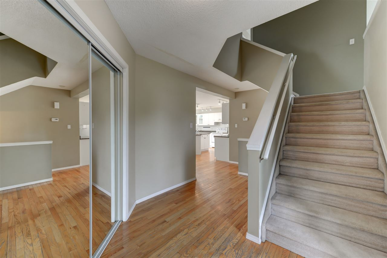 Photo 2: 5015 187 Street in Edmonton: Zone 20 House for sale : MLS® # E4069791