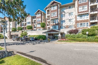 "Main Photo: 103 19677 MEADOW GARDENS Way in Pitt Meadows: North Meadows PI Condo for sale in ""THE FAIRWAYS"" : MLS(r) # R2181147"