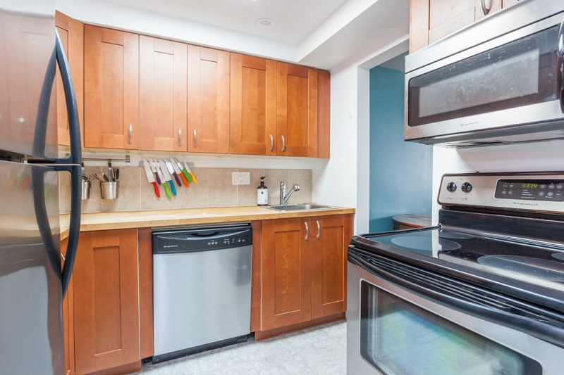 "Photo 10: 309 1011 FOURTH Avenue in New Westminster: Uptown NW Condo for sale in ""Crestwell Manor"" : MLS® # R2196488"