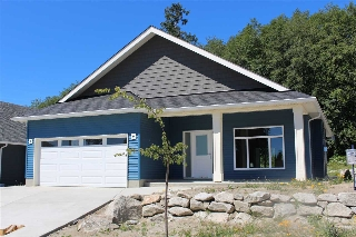 "Main Photo: 6436 APPLE ORCHARD Road in Sechelt: Sechelt District House for sale in ""WEST SECHELT"" (Sunshine Coast)  : MLS® # R2197484"