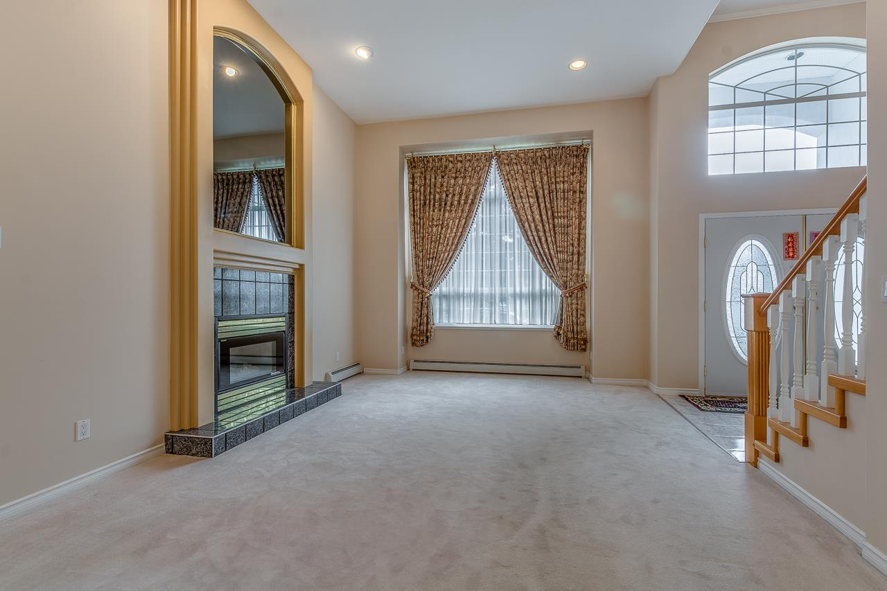 Photo 3: Photos: 15659 83A Avenue in Surrey: Fleetwood Tynehead House for sale : MLS® # R2220675