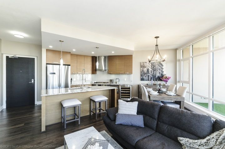 Main Photo: 2005 6188 WILSON Avenue in Burnaby: Metrotown Condo for sale (Burnaby South)  : MLS®# R2225631