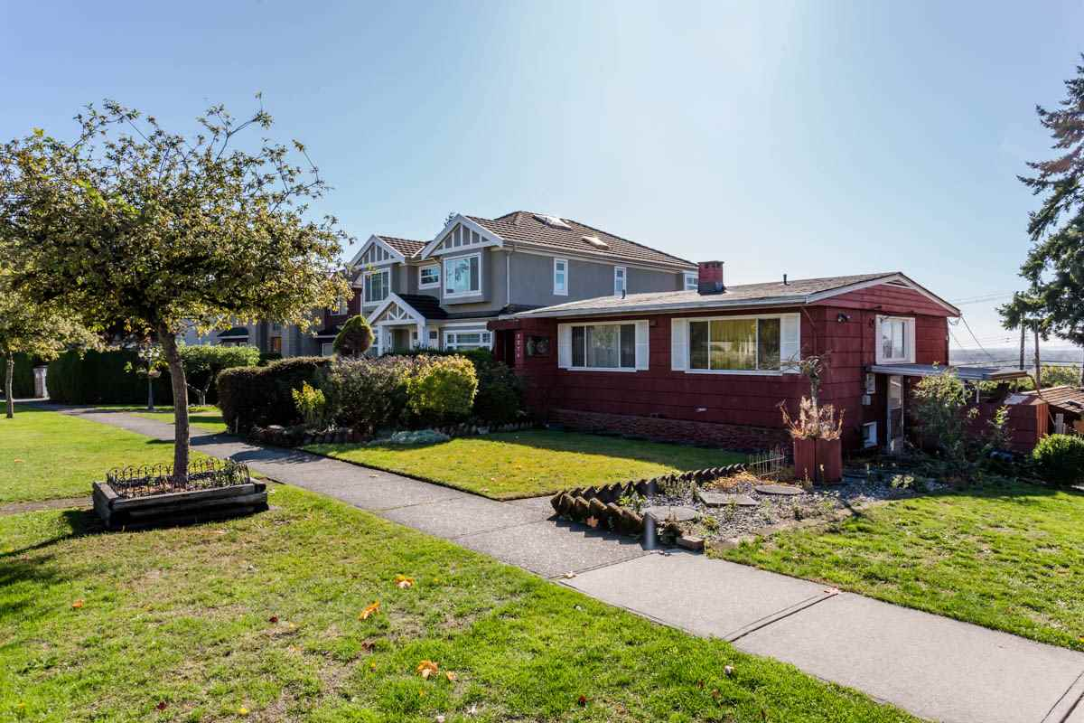 Main Photo: 2276 BURQUITLAM Drive in Vancouver: Fraserview VE House for sale (Vancouver East)  : MLS®# R2231178