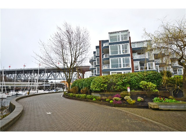 Main Photo: 307 1502 ISLAND PARK Walk in Vancouver: False Creek Condo for sale (Vancouver West)  : MLS®# V997121