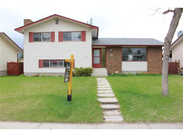 Main Photo: 235 RUNDLERIDGE Drive NE in CALGARY: Rundle Residential Detached Single Family for sale (Calgary)  : MLS® # C3607774