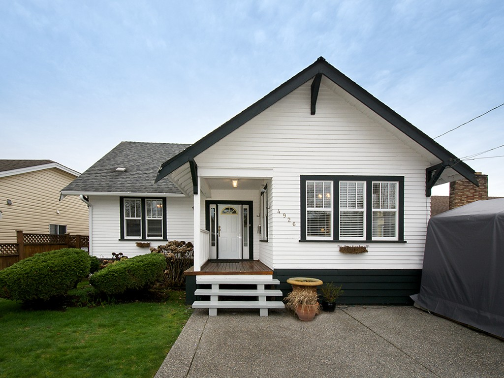 Main Photo: 4926 53RD Street in Ladner: Hawthorne House for sale : MLS® # V1104642
