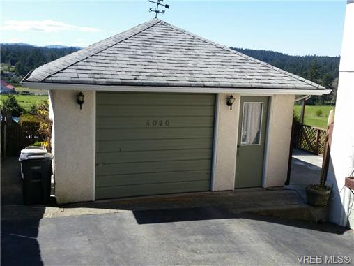 Photo 2: 4090 Holland Avenue in VICTORIA: SW Strawberry Vale Single Family Detached for sale (Saanich West)  : MLS® # 350104