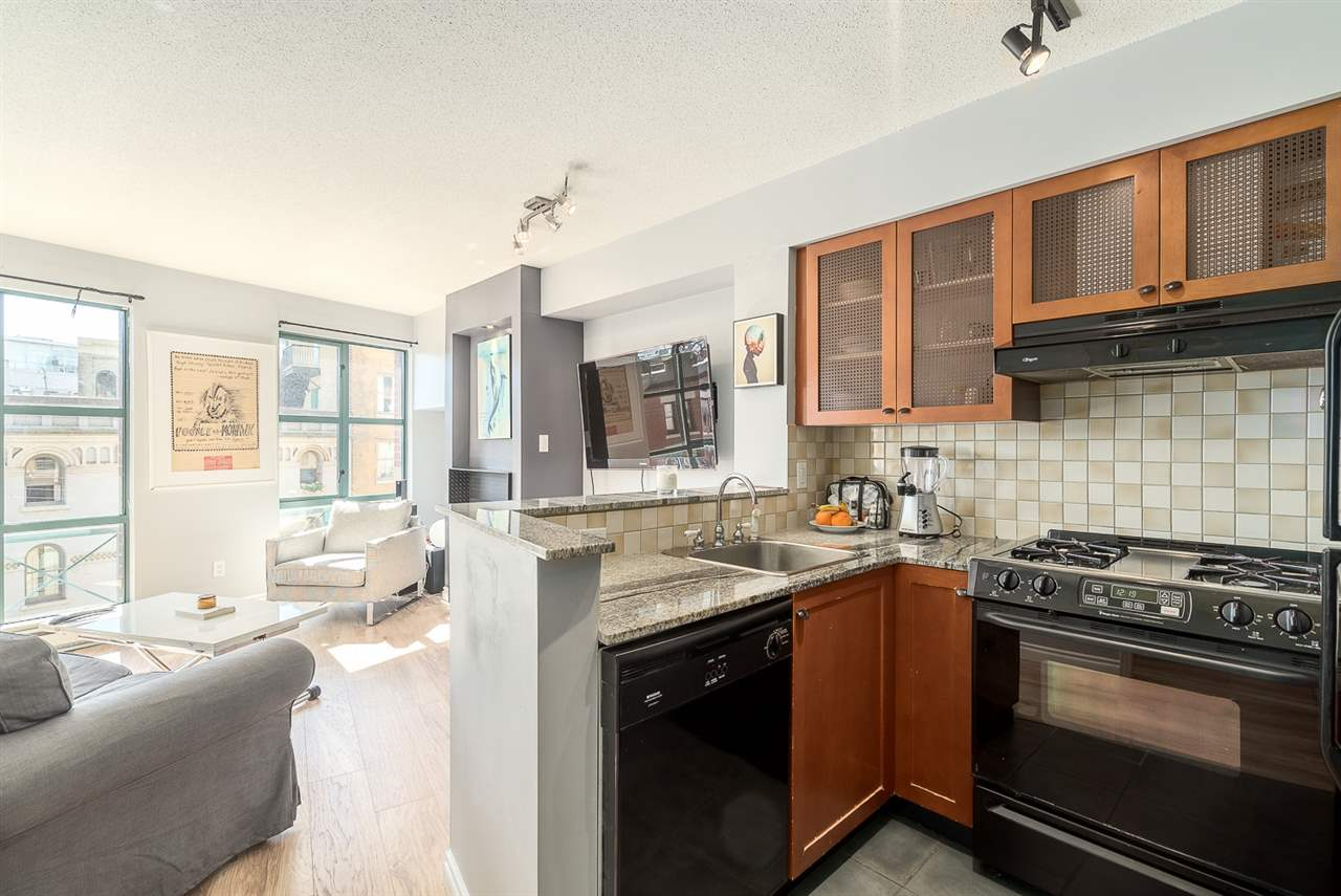 "Photo 5: 501 55 ALEXANDER Street in Vancouver: Downtown VE Condo for sale in ""55 ALEXANDER"" (Vancouver East)  : MLS® # R2085330"