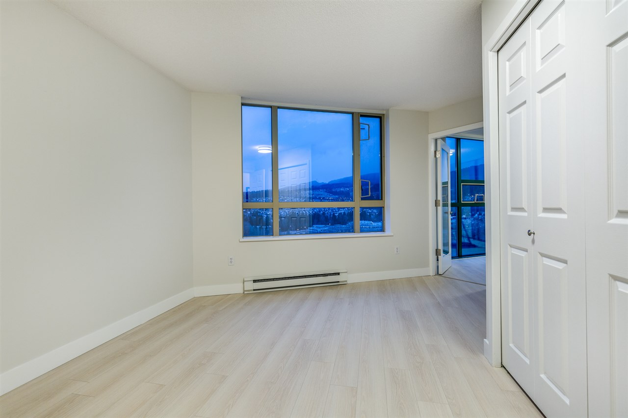 "Photo 16: 2101 1199 EASTWOOD Street in Coquitlam: North Coquitlam Condo for sale in ""THE SELKIRK"" : MLS(r) # R2142916"