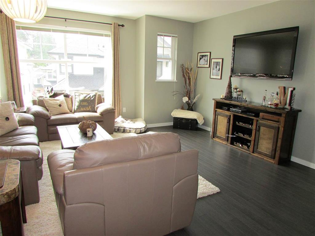 Photo 7: 10 3470 Highland Drive in Coquitlam: Burke Mountain Townhouse for sale : MLS(r) # R2164105