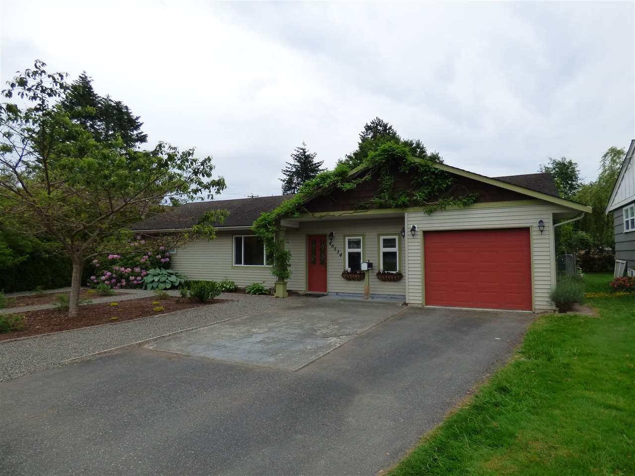Main Photo: 46534 RIVERSIDE Drive in Chilliwack: Chilliwack N Yale-Well House for sale : MLS®# R2172736