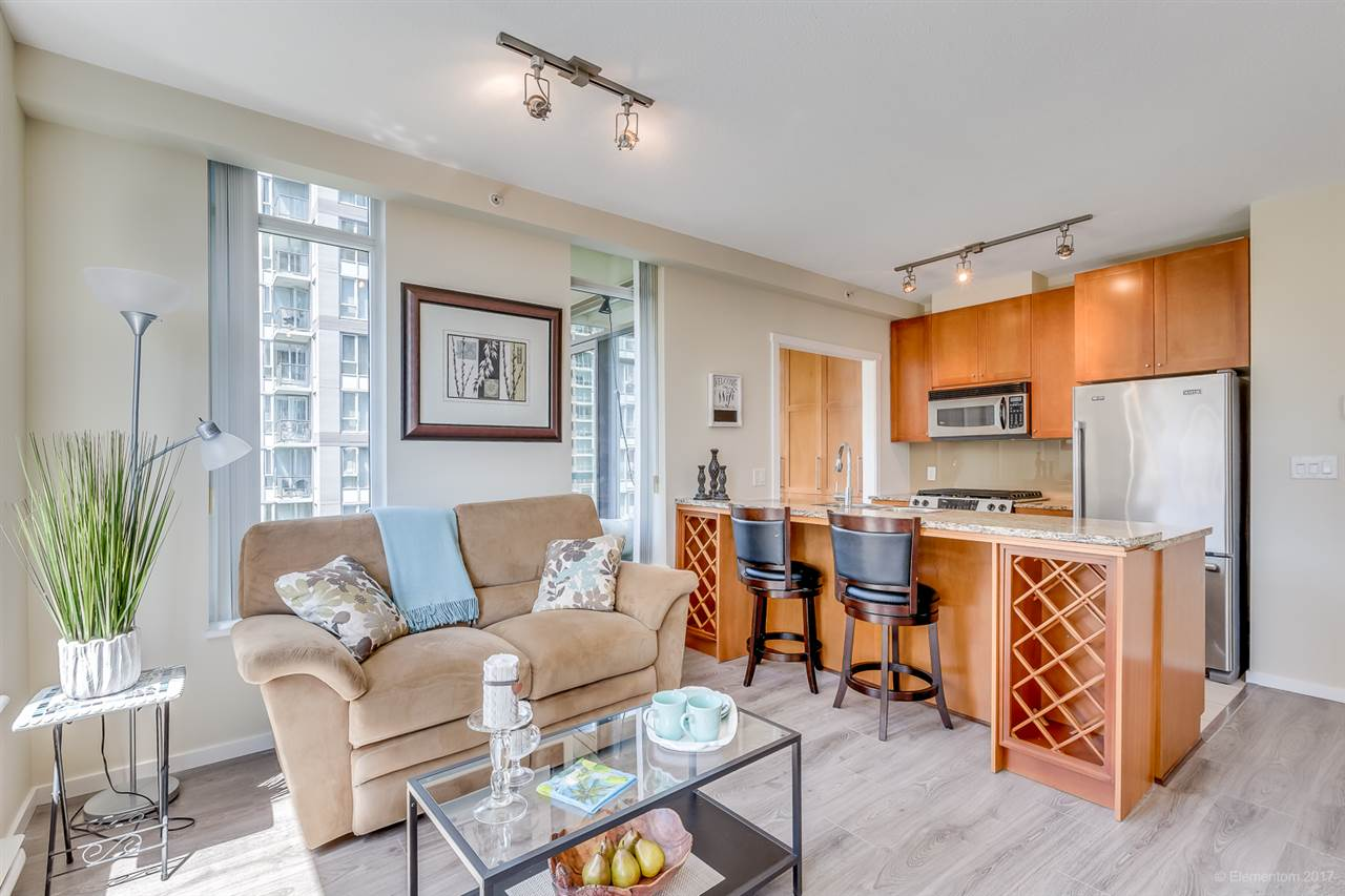 "Main Photo: 807 1001 HOMER Street in Vancouver: Yaletown Condo for sale in ""BENTLEY"" (Vancouver West)  : MLS® # R2173222"