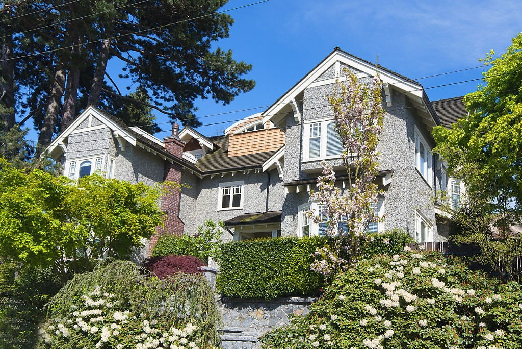 Main Photo: 1720 TRAFALGAR Street in Vancouver: Kitsilano House 1/2 Duplex for sale (Vancouver West)  : MLS® # R2178685