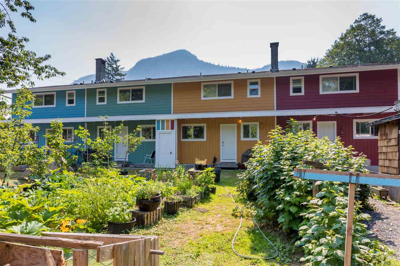 Main Photo: 37955-9 WESTWAY Avenue in Squamish: Valleycliffe House Fourplex for sale : MLS® # R2183084