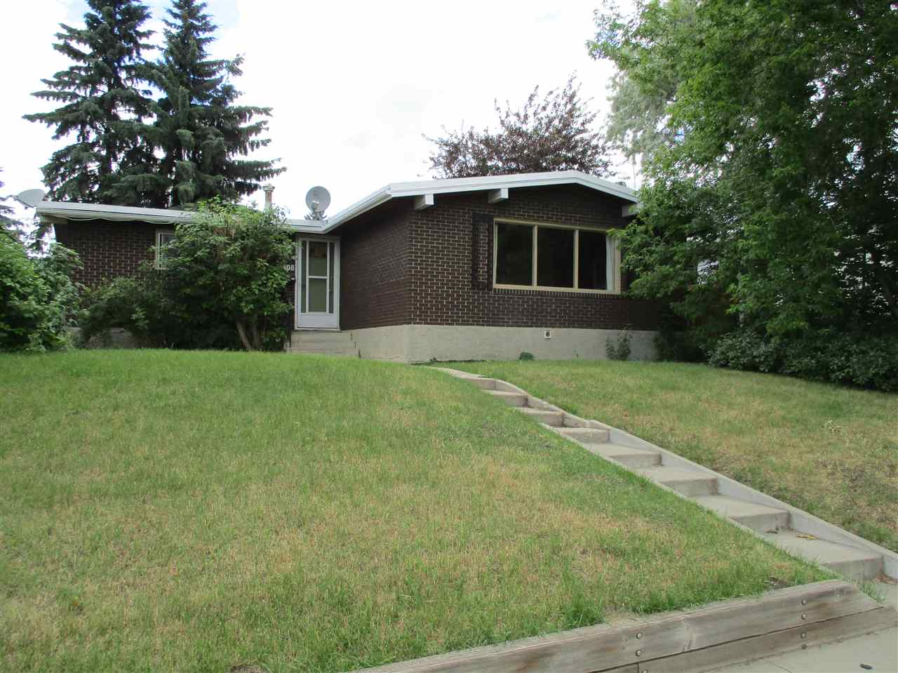 Main Photo: 5408 139 Avenue NW in Edmonton: Zone 02 House for sale : MLS(r) # E4071724