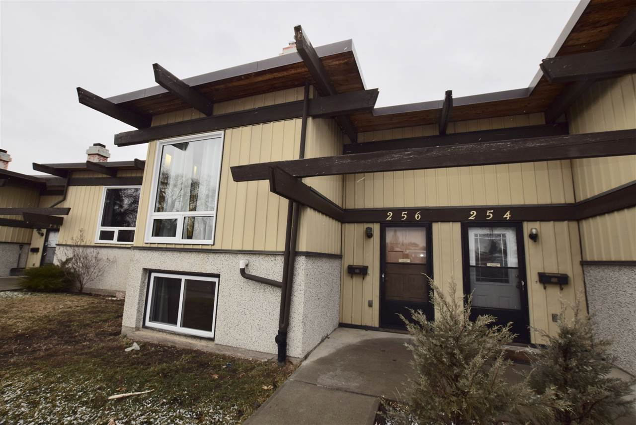 Main Photo: 256 RICHFIELD Road in Edmonton: Zone 29 Townhouse for sale : MLS® # E4071833