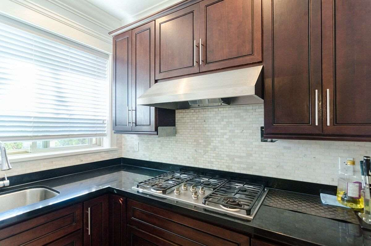 Photo 8: 7678 WHEATER Court in Burnaby: Deer Lake House for sale (Burnaby South)  : MLS® # R2203941