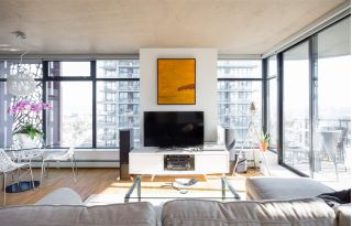 "Main Photo: 2106 128 W CORDOVA Street in Vancouver: Downtown VW Condo for sale in ""WOODWARDS W43"" (Vancouver West)  : MLS® # R2222089"