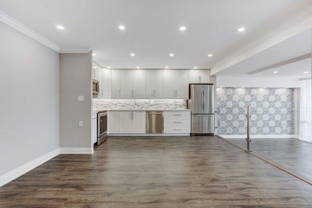 Main Photo: 270 Scarlett Rd in Toronto: Rockcliffe-Smythe Condo for sale (Toronto W03)